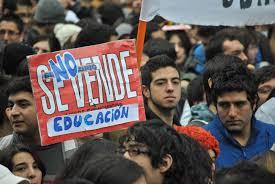 """Carlos Ruiz: """"La izquierda corre el riesgo de pavimentarle el camino a la ultraderecha"""""""