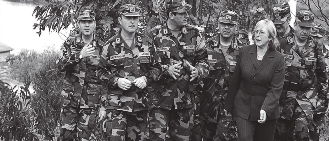 La política militar de la transición y los nuevos desafíos de la defensa nacional