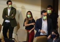 Dialogar con la derecha en medio de esta crisis: Cómo el virus le cambió la cancha al Frente Amplio